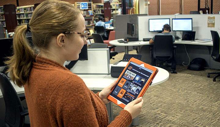 OSUIT students use the newest gadgets in the LIbrary